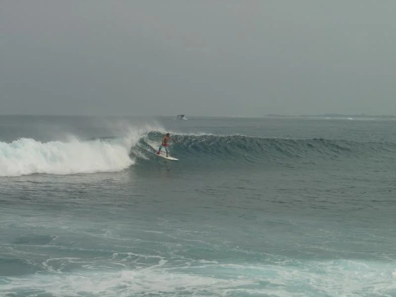 Surf nas Maldivas