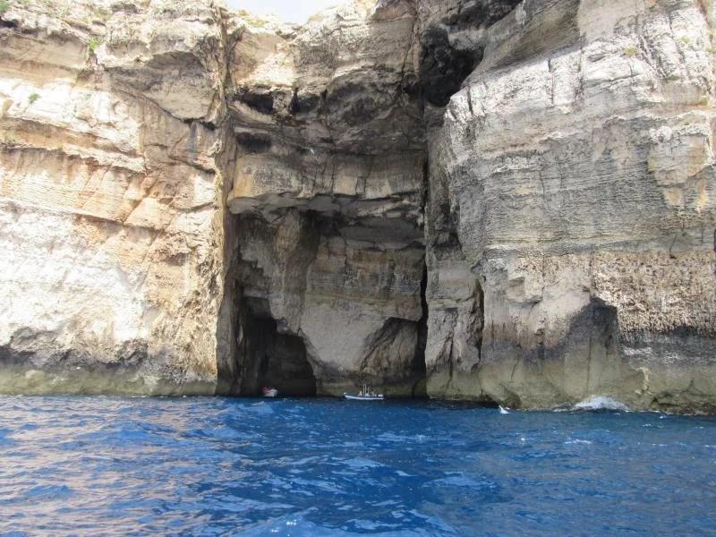 grutas em malta