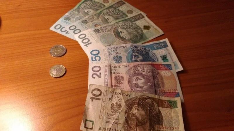 notas e moedas zloti