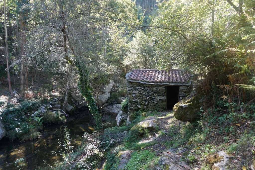 Moinho de rodízio (aldeia da Pena).
