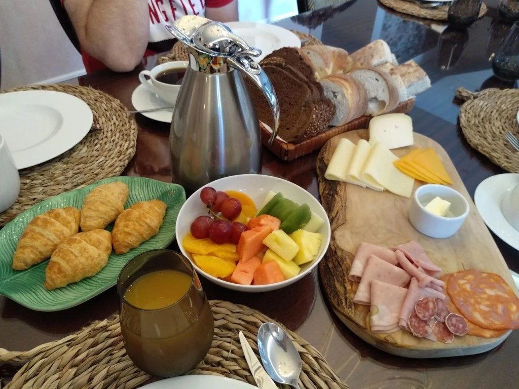 Pequeno-almoço na Quinta da Saraiva.