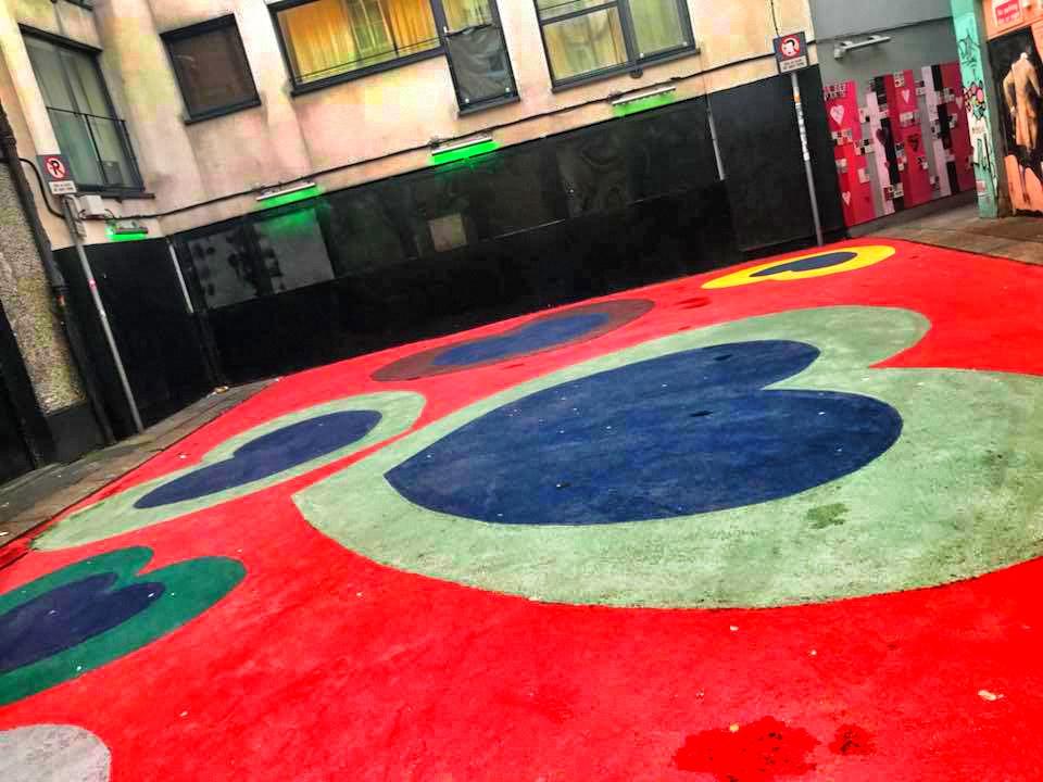 crampton court pavimento murales