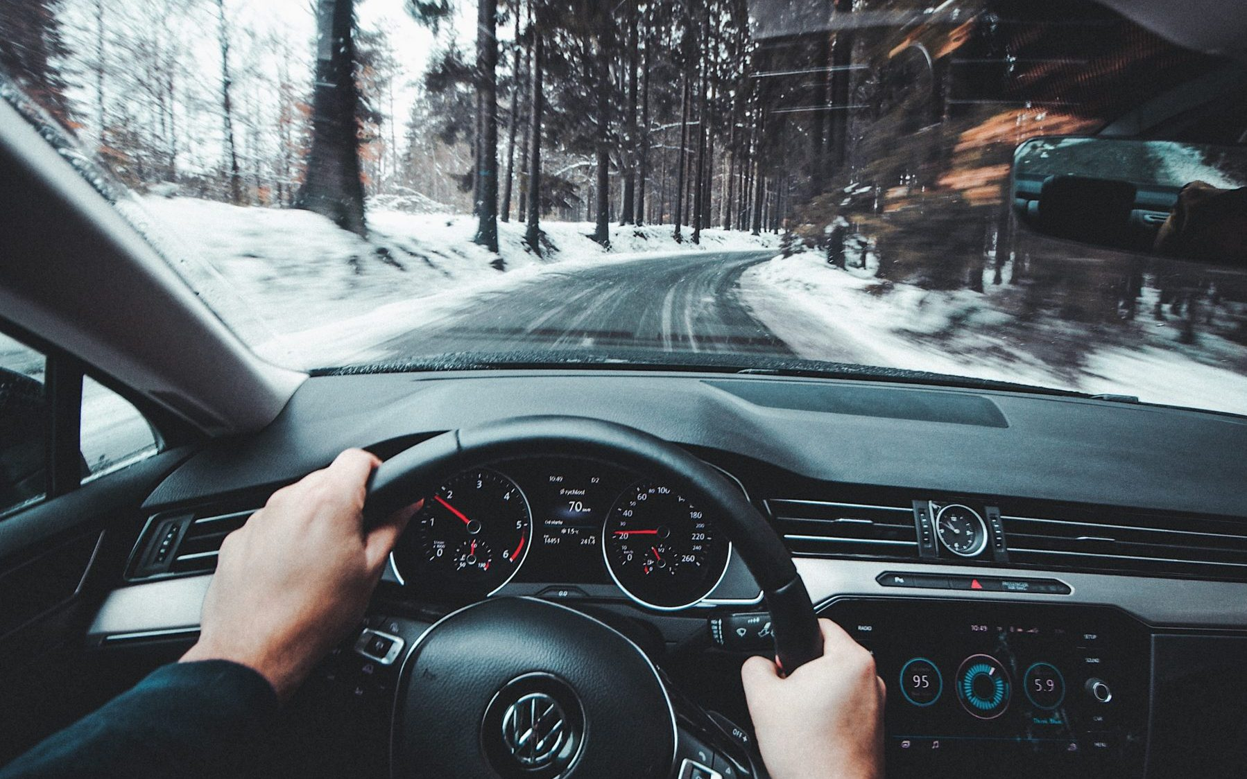 driving-on-winter-road