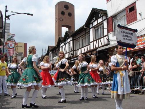 Desfile no centro da cidade