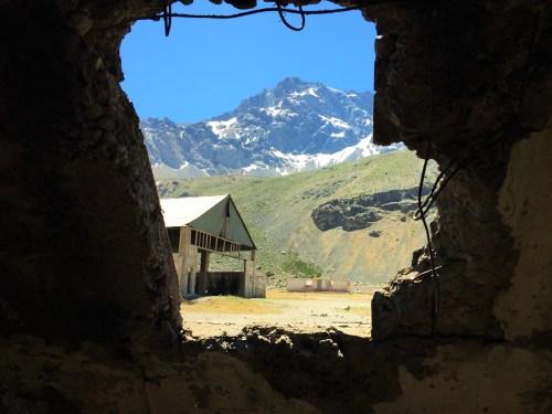 Mineradora Abandonada e as Cordilheiras