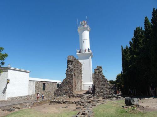 Farol e as Ruinas do Convento