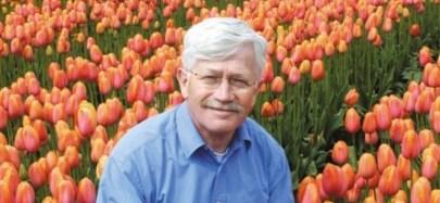 Jacques-Bakker-in-campo-di-tulipani-864x400_c
