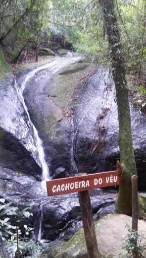 Cachoeira do Véu, com pouca água - Foto: Patrícia Ribeiro/ Passeios Baratos em SP