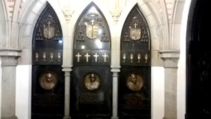 Restos mortais dos sacerdotes e personalidades históricas. Foto: Patrícia Ribeiro/ Passeios Baratos em SP