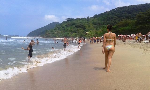 Mar bravo de um lado e ondas calmas do outro. Foto: Patrícia Ribeiro/Passeios Baratos em SP