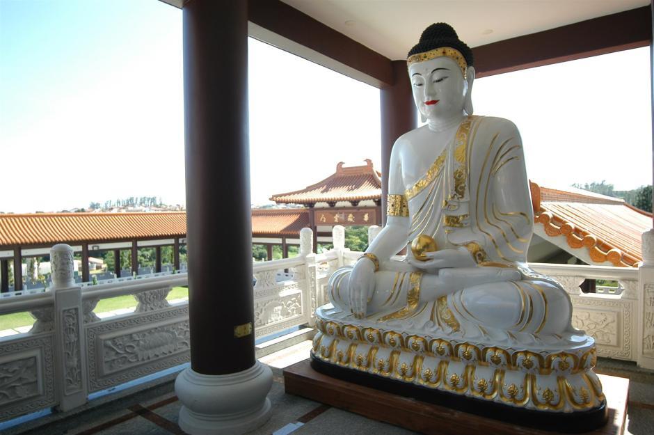 O espaço é muito visitado por interessados no budismo e pela sua beleza Foto: Divulgação