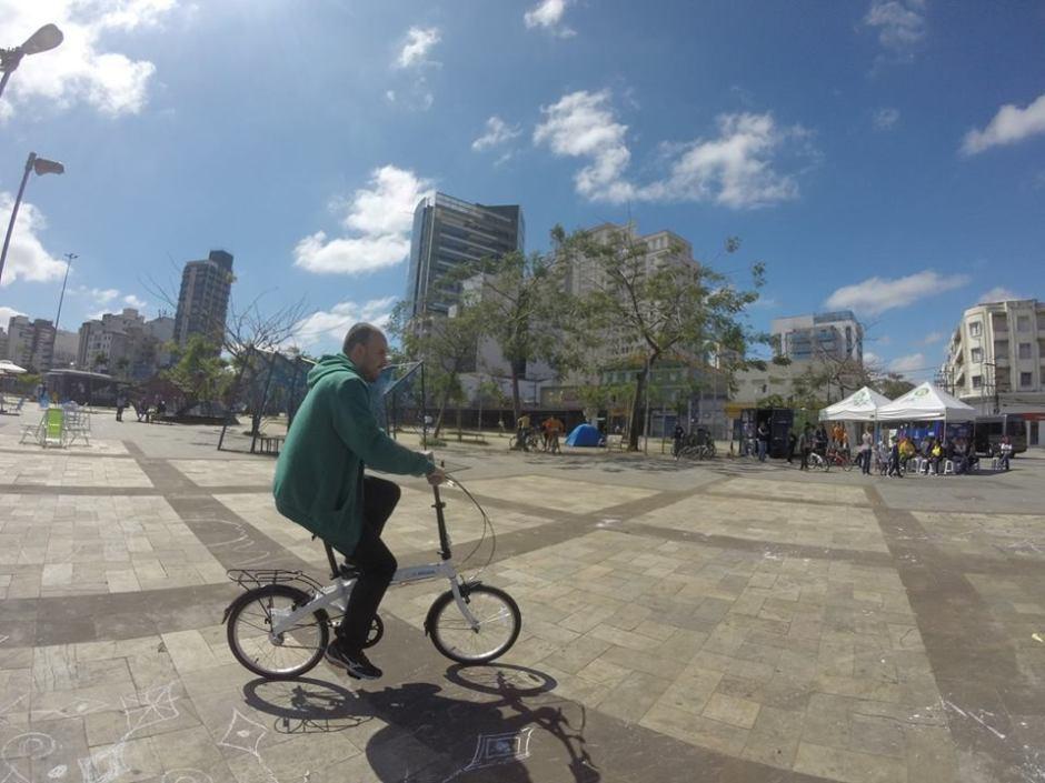 Depois que aprendem a pedalar, alguns tornam-se voluntários do Bike Anjo Foto: Divulgação