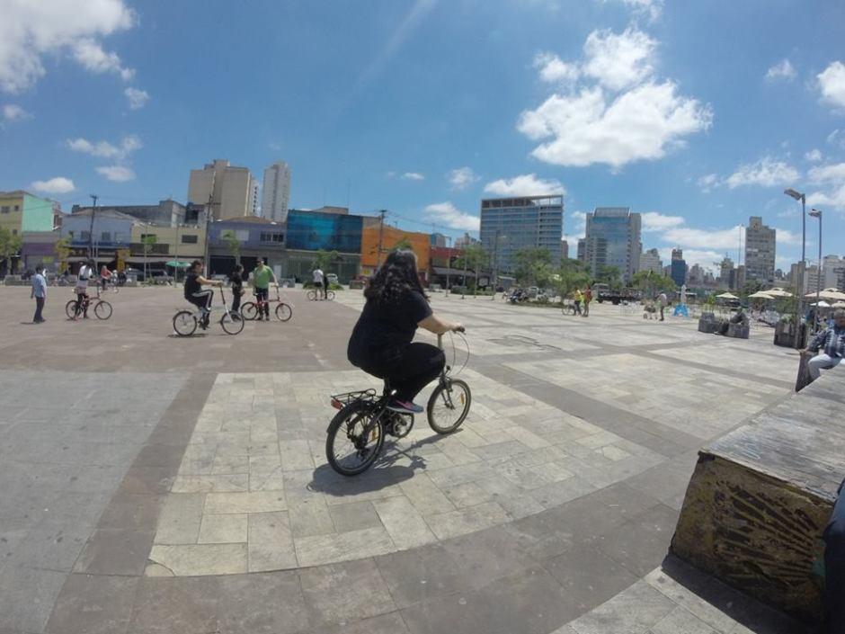A ong conta com mais de 4 mil voluntários que ensinam as pessoas a pedalar Foto: Divulgação