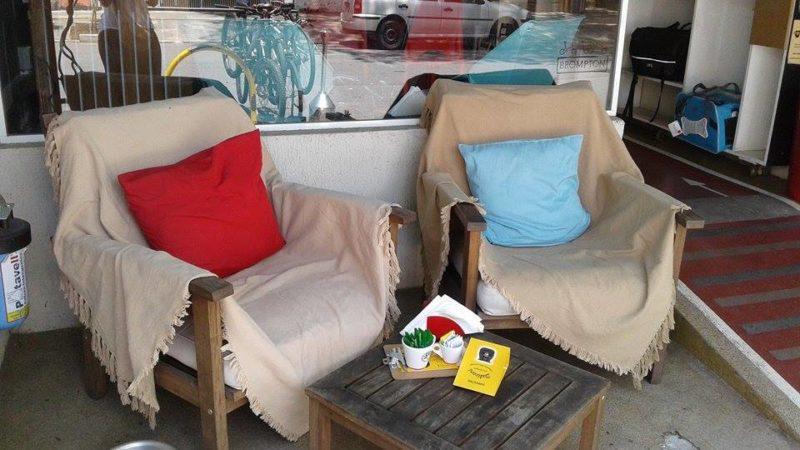 Espaço confortável para tomar um café no Aro 27 Foto Cauê Salem