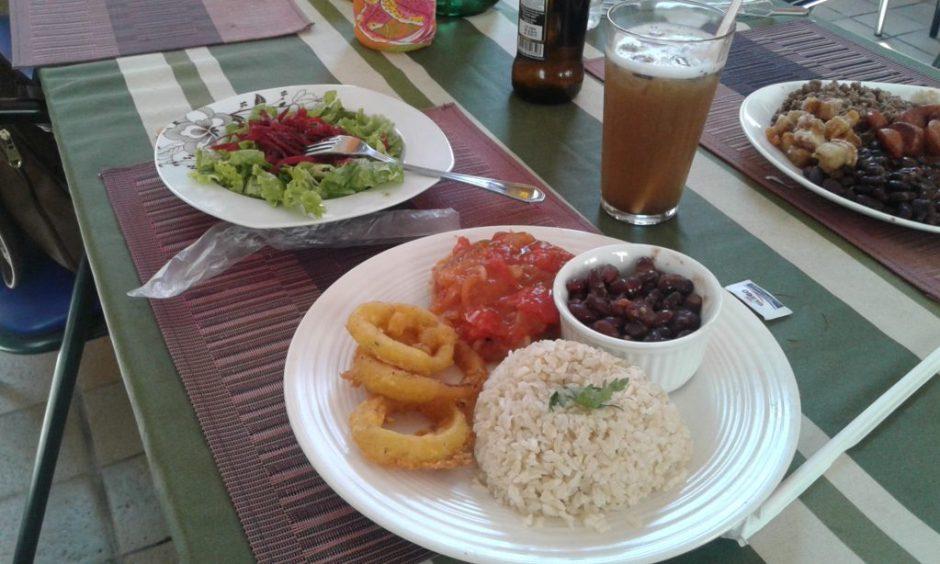 Opção vegetariana com hambúrguer de lentilha Foto: Patrícia Ribeiro/Passeios Baratos em SP