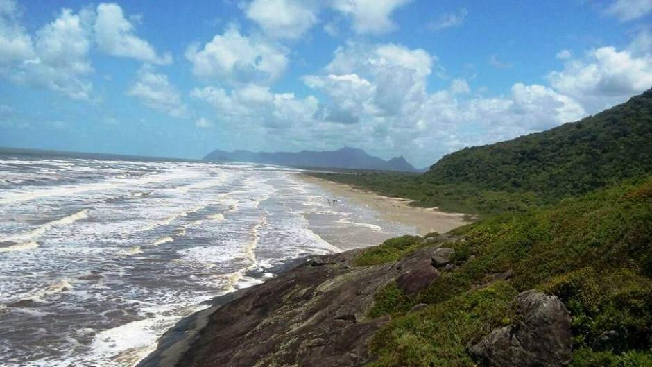 Vista da praia da Jureia