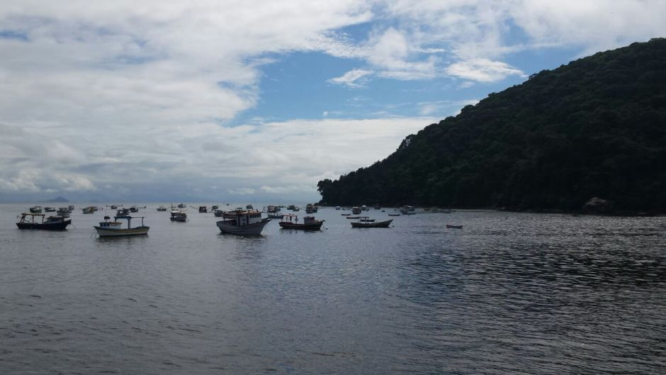 Praia do Perequê: após esta praia, é só seguir e estrada até o condomínio Iporanga