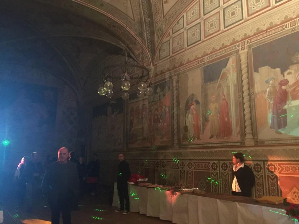 Festa de Reveillon no Castello di Fodisnovo de 2016 que eu fui - jantar buffet + dj