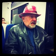 El hombre del sombrero    by Benjamín Julve passengers, streetphotography, ubiquography,