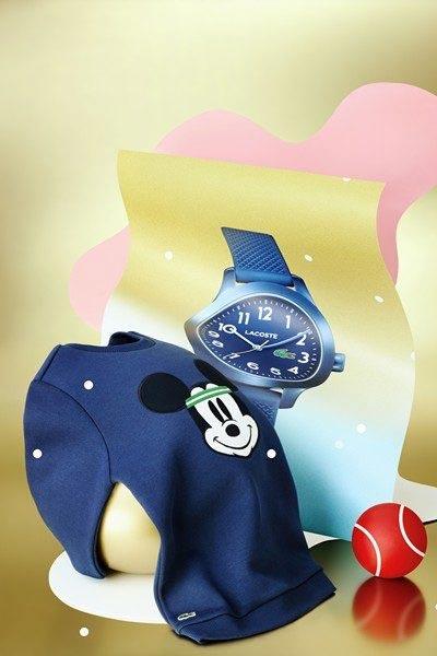 pull bleu marine lacoste x dysney