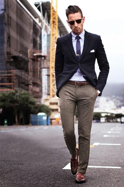 look homme pantalon de costume, chemise et blazer