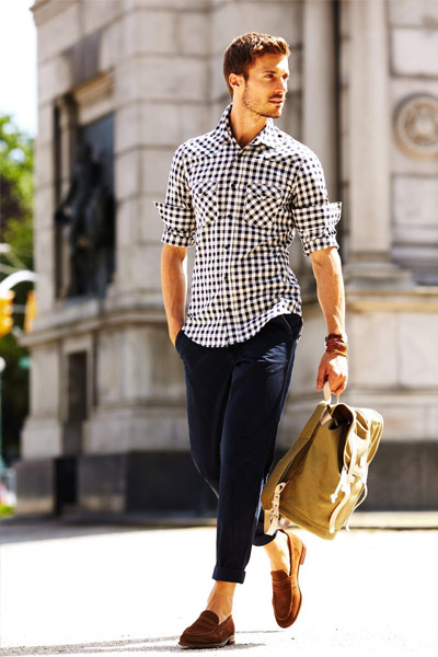 tenue casual chic chino homme chemise et mocassin