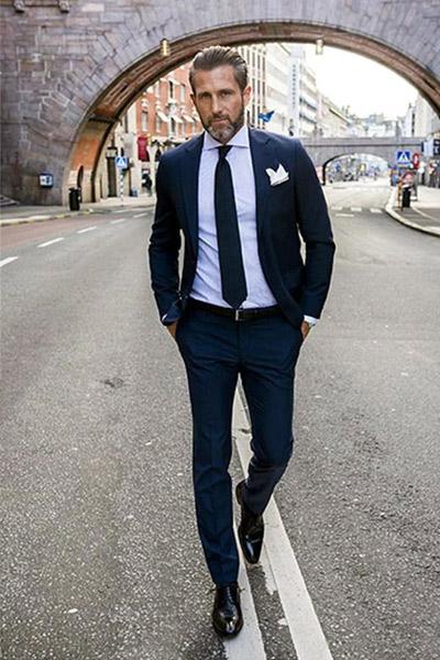 ceinture avec un costume