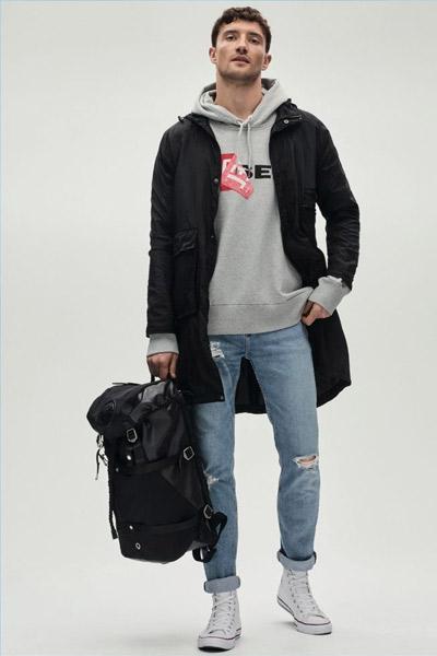 tenue sportswear homme avec des converse