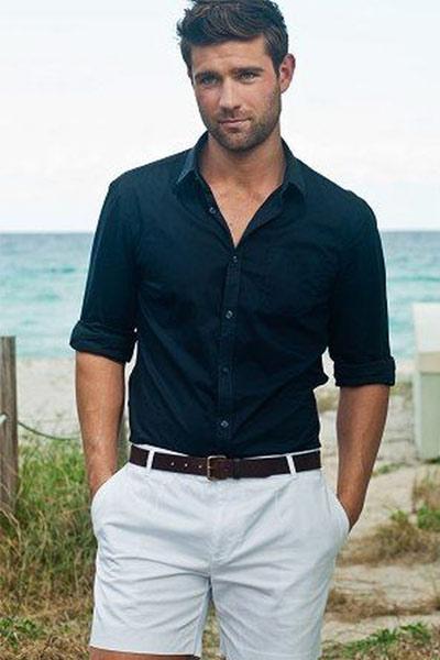 look homme été chemise bleu marine et short blanc