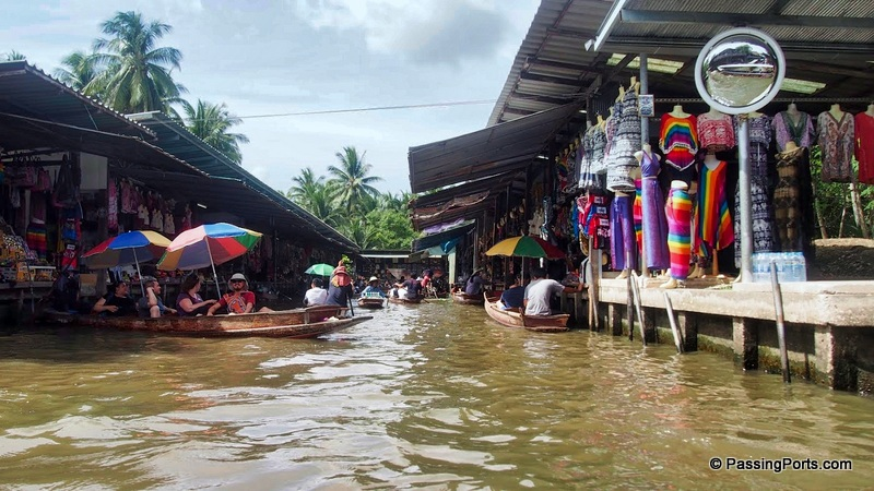 Shopping in the Floating Market, Bangkok