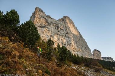Le Rocher du Midi, on voit la grotte dans la grande tâche jaune de droite