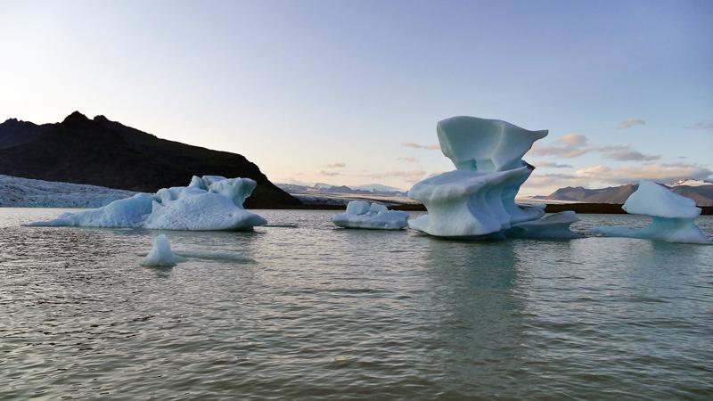 Circuit guidé en Islande, icebergs sur le lac Fjallsarlon