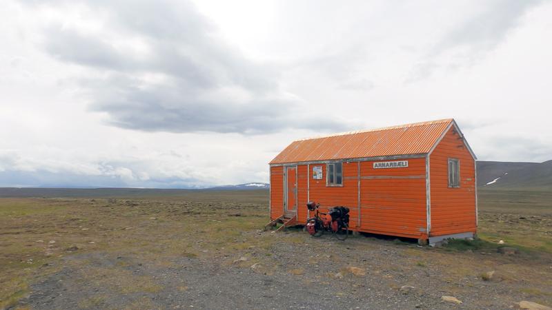 Islande à vélo sur la piste Kjolur, refuge sur la F35