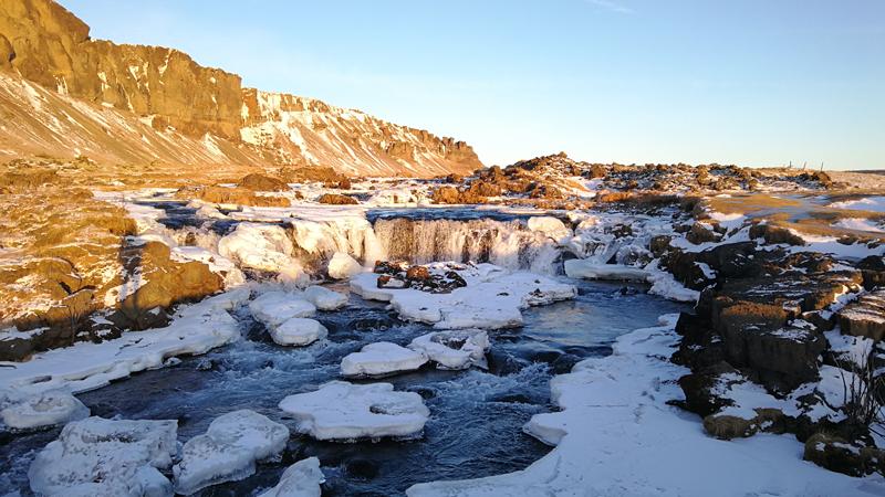 Circuit guidé Islande en hiver, cascade dans le sud islandais