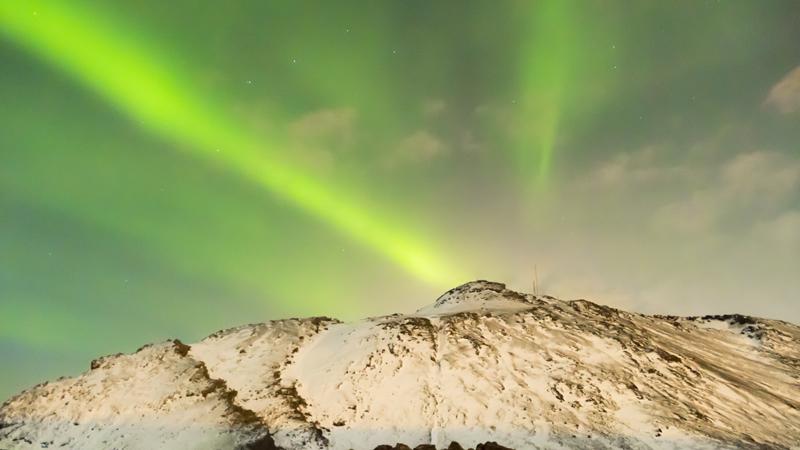 Observation d'une aurore boréale, islande à vélo en hiver