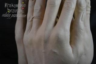 wazon z rąk, świecznik (odlew 4 dłonie) (1)