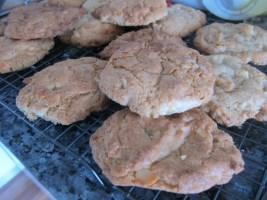 white choc macadamia cookies [320x200]