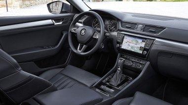 Neuer Škoda Superb L&K 2.0 TSI Cockpit Innenraum