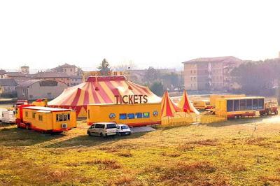 Roulotte in fiamme al Circo Grioni fermo a Calcinato