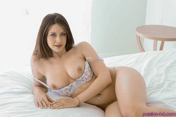 Passion Hd Delilah Blue in Shaving Her Pussy 1