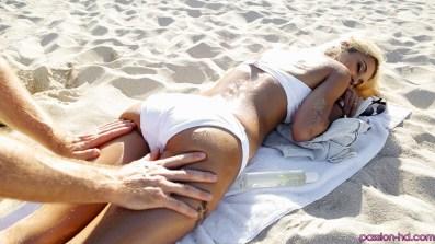 Passion Hd Uma Jolie in Beach Babe 20