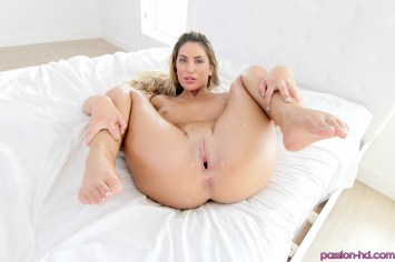 Passion Hd August Ames in Home Early 24