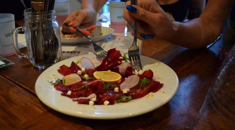 La P'tite Grenouille restaurant terrasse menu 5$ carpaccio