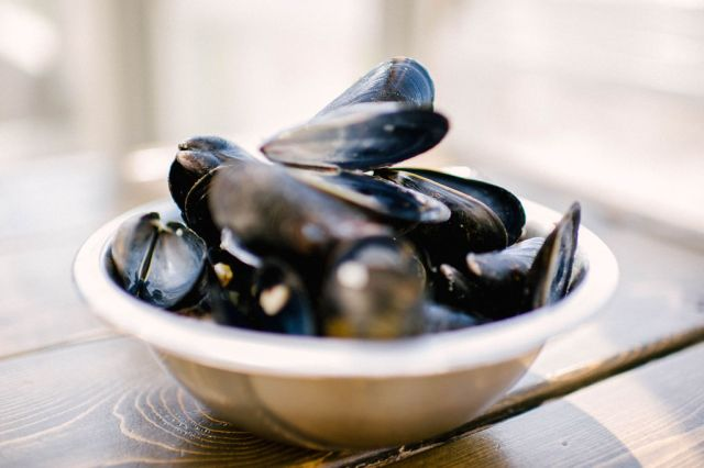 a plate of mussels at a cafe