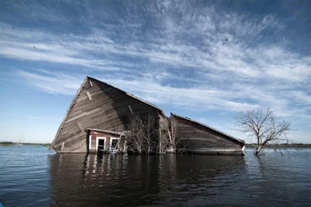 3-Paul-Johnson-Passion-Passport-Photo-Essay-Devils-Lake-North-Dakota-Barn-Collapse
