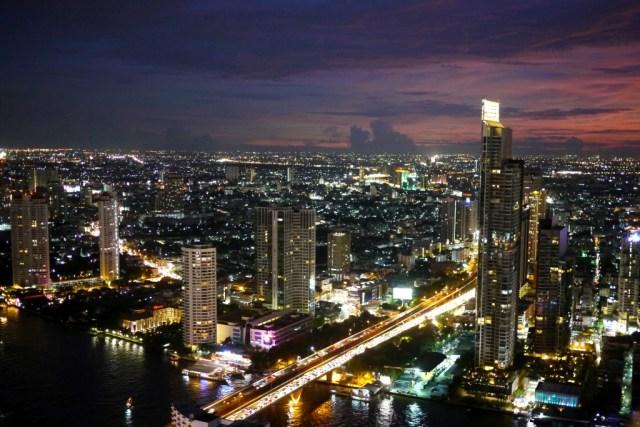 Joy-Elizabeth-solo-on-the-streets-of-Bangkok