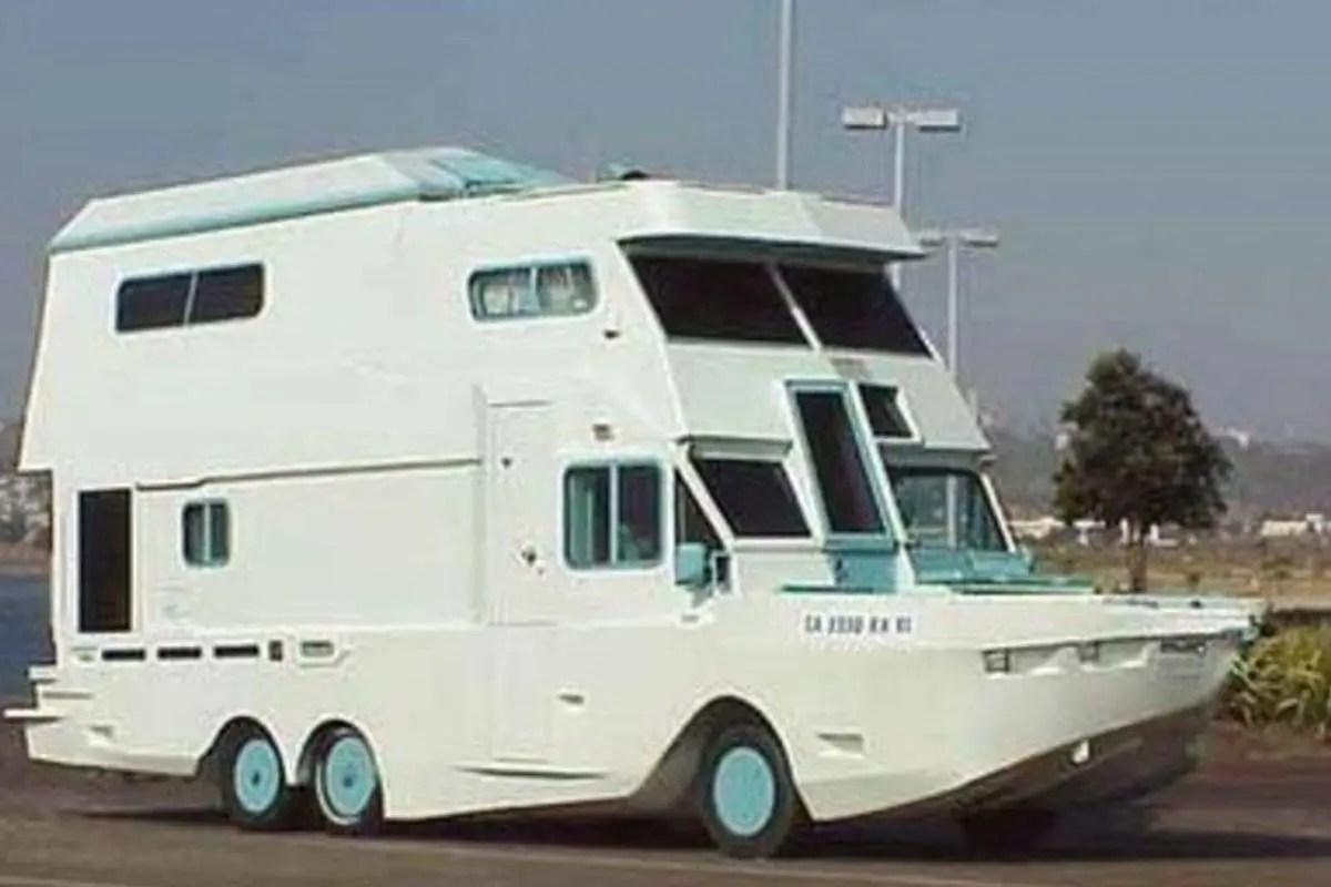 verrueckte-campingbusse-wohnmobile-komische-camper-ungewoehnliche-selbstausbauten-diy-camperausbau-wohnwagen-ausbau-vanlife-conversion-11