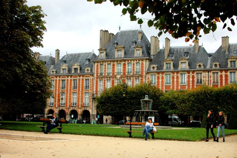 16 Cool Things to Do in Paris - Place des Vosges, Paris