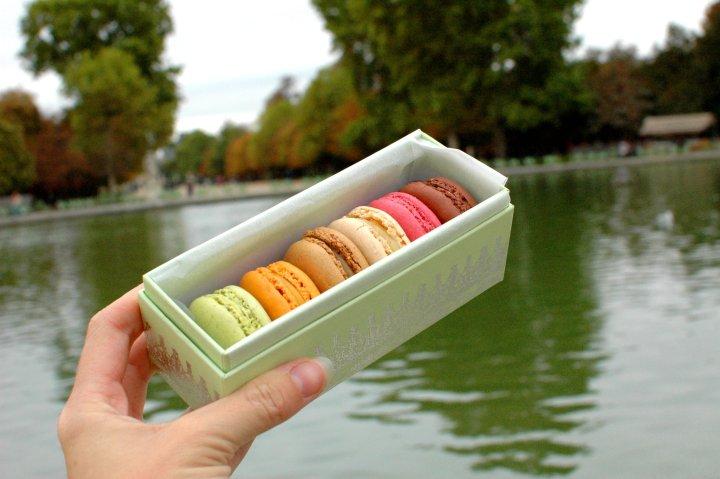 16 Cool Things to Do in Paris - Laduree Macarons en la Jardin des Tuileries