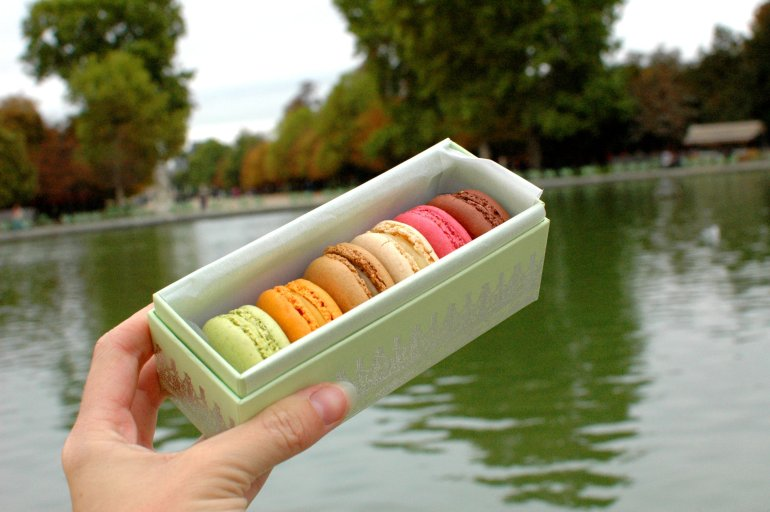 16 Cool Things to Do in Paris - Laduree Macarons en la Jardin des Tuileries